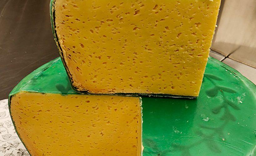 Löfsta Herrgårdsmejeri gör den första handgjorda Svecian i världen